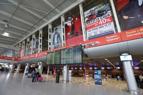 Силовики провели обшук у львівському аеропорту: що відомо