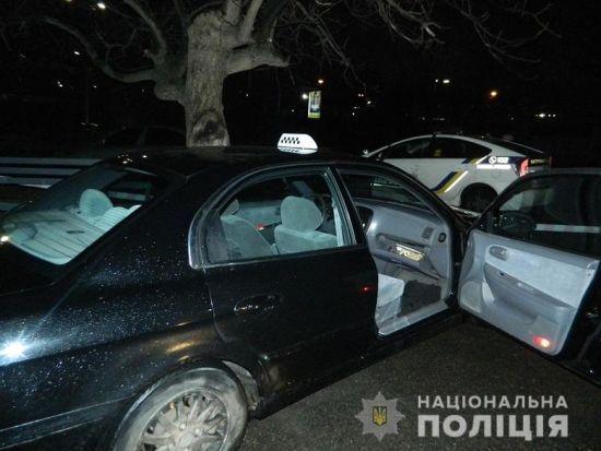 Двоє іноземців на столичній Борщагівці побили таксиста і втекли на його авто
