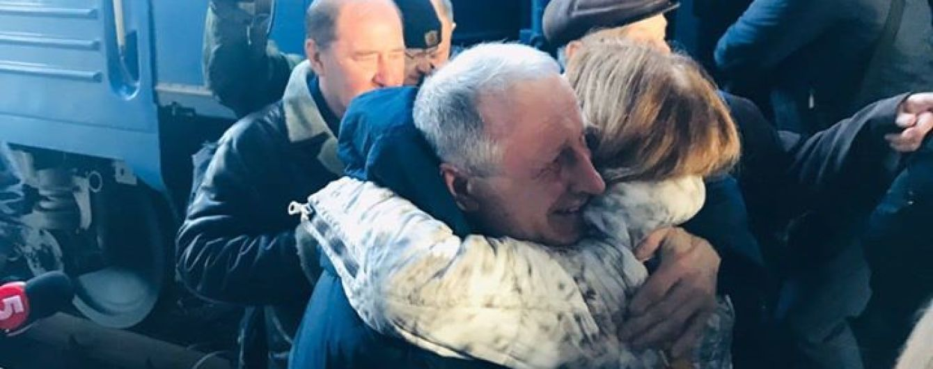 Кримський журналіст, якого окупанти засудили за невизнання анексії Криму, прибув до Києва