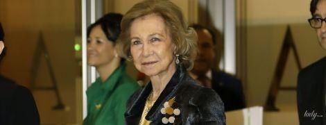 В короткій спідниці і з золотим клатчем: 81-річна королева Софія сходила на концерт