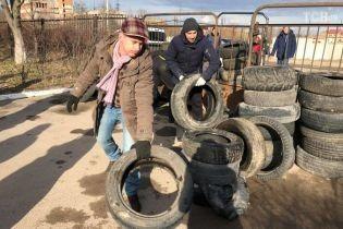 На Львівщині заблокували в'їзди до шпиталю, куди можуть привезти на карантин українців з Китаю