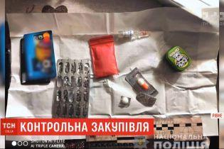 Оперативники выкрыли учительницу ровенской школы, которая продавала наркотики
