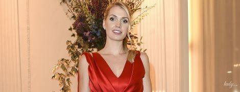 В красном платье и золотых туфлях: леди Китти Спенсер на вечеринке в Милане