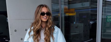"""В спортивных штанах, ботинках и с сумкой Dior: """"ангел"""" Роми Стридж прилетела в Милан"""