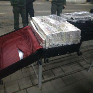 "В ""Тисе"" пограничники уличили дипломата на контрабанде сигарет"
