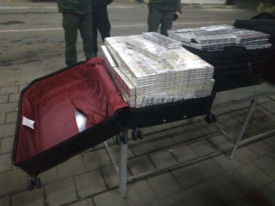 """У """"Тисі"""" прикордонники викрили дипломата на контрабанді цигарок"""