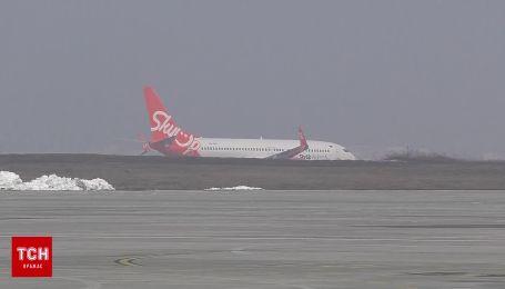 У Харкові сів літак з українцями, евакуйованими з Китаю