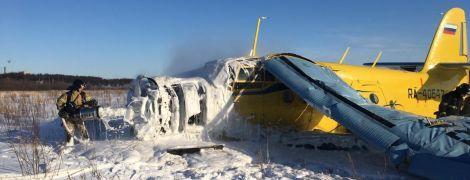 В Магадане самолет Ан-2 совершил жесткую посадку: пассажир снял на видео момент падения