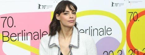 Вся в Chanel: Беренис Бежо на пресс-конференции Берлинале