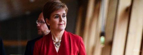Снова в красном: очень эффектный образ первого министра Шотландии Николы Стерджен