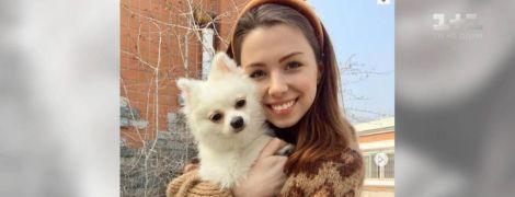 Посольство України в Китаї назвало несправедливими звинувачення через зрив евакуації дівчини з собакою