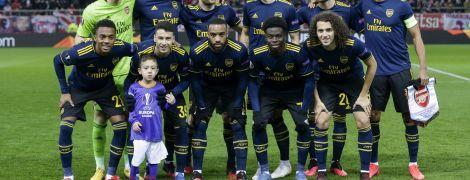 Мимими дня. Мальчик-маскот вовремя не ушел с поля перед матчем Лиги Европы, футболисты сделали с ним командное фото