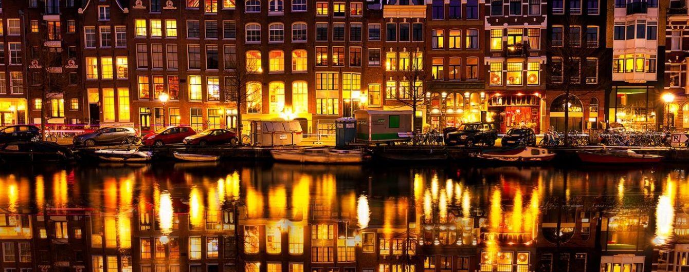 Весь Амстердам водночас вибухнув оплесками для тих, хто бореться з коронавірусом. Який вигляд це мало