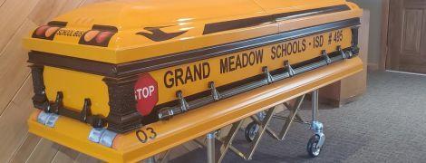 В США водителя школьного автобуса похоронят в похожем на его транспорт гробу