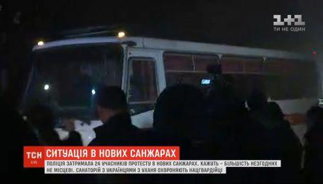 Чоловіка, який жбурнув каміння в автобус з евакуйованими з Китаю, затримали