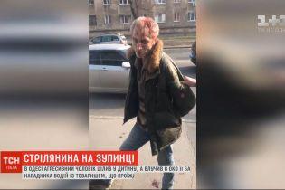 Агрессивный мужчина открыл стрельбу на остановке общественного транспорта в Одессе