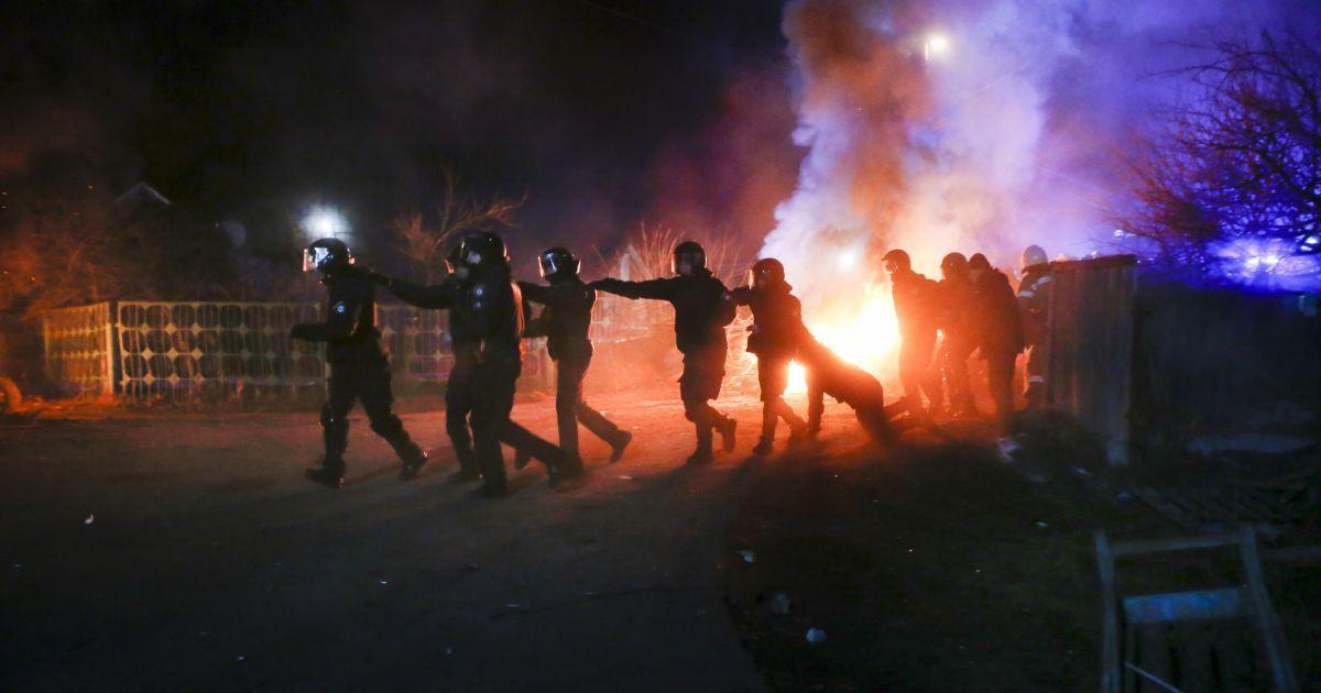 Сутички у Нових Санжарах: суд оголосив вирок 13 протестувальникам проти евакуації українців з Уханя