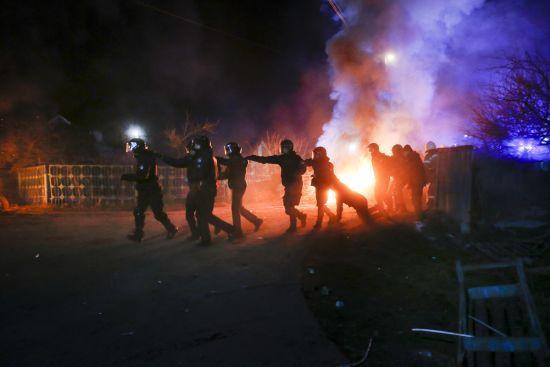 Опитування показало, як українці ставляться до протестів проти евакуйованих у Нових Санжарах