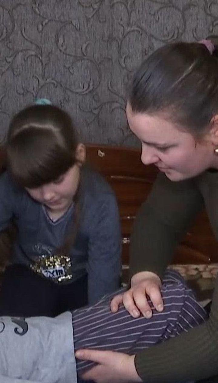 Семья, которая вернулась из Китая, закрылась в доме на карантин из-за паники односельчан