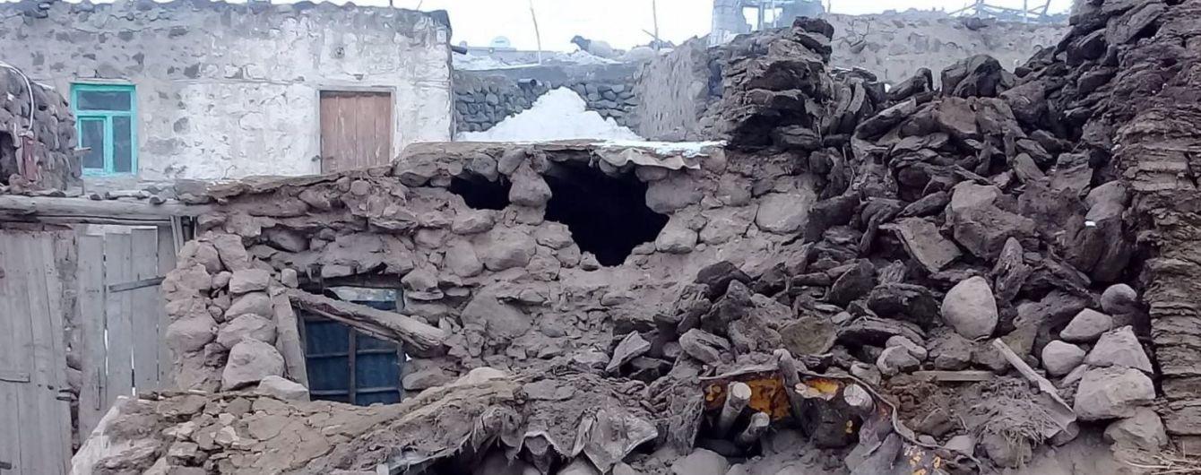 В результате землетрясения в Турции погибли по меньшей мере девять человек