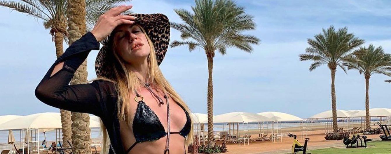 В бикини на фоне пальм: Леся Никитюк поделилась снимками с отдыха