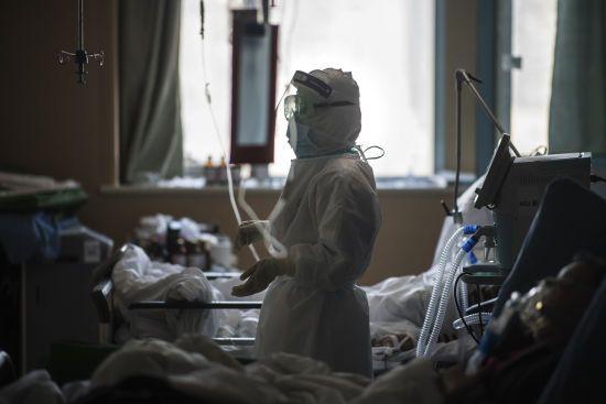 Коронавірус охопив понад 30 країн світу: 2619 людей померли, кількість хворих зросла до понад 79 тисяч