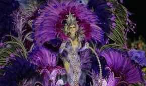 Від акваріума з русалкою до золотих унітазів і розп'яття. У Бразилії триває видовищний карнавал