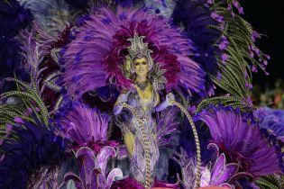 От аквариума с русалкой до золотых унитазов и распятия. В Бразилии проходит зрелищный карнавал