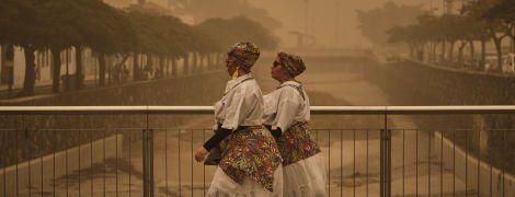 Испанские Канары накрыла песчаная буря. Как местные переживают непогоду в фото и видео