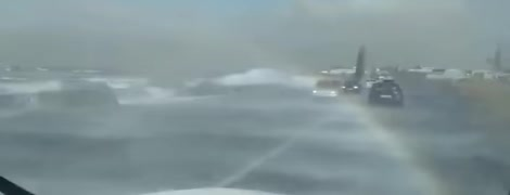 Треш. Водитель снял окружную в Одессе, которую угрожающе затапливают лиманы