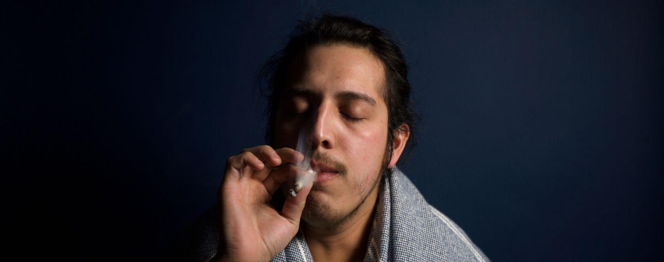 Учені дізналися, як вживання марихуани чоловіками може вплинути на їхніх нащадків