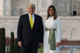 У білосніжному комбінезоні з шовковим поясом: стильна Меланія Трамп сфотографувалася біля Тадж-Махалу