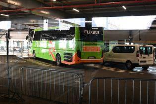 У Франції пасажирів затриманого через коронавірус автобуса відпустили та попросили залишатися вдома