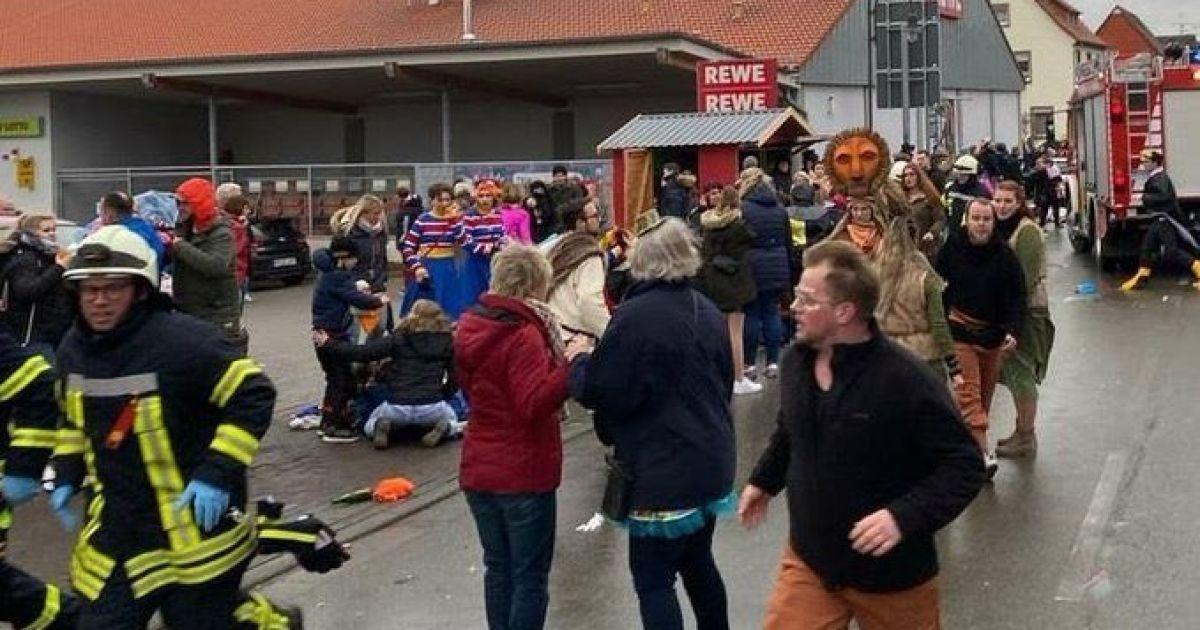 У Німеччині заарештували водія, який наїхав на учасників карнавалу