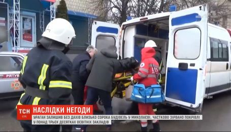 Последствия урагана: в Кропивницком готовят к операции женщину, на которую упало дерево