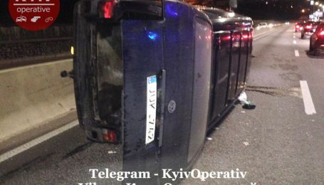 В Киеве произошла масштабная авария с опрокидыванием авто. Фото