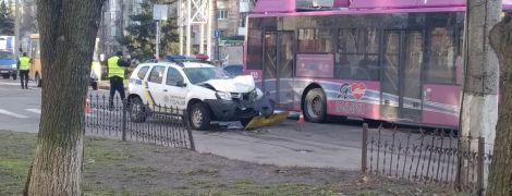 В Кременчуге патрульный уснул за рулем и врезался в троллейбус: пострадали двое полицейских