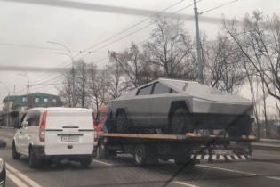 Tesla Cybertruck в Киеве? Невероятный электропикап сняли в столице