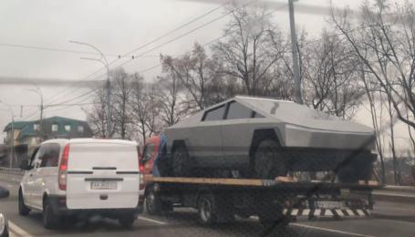 Tesla Cybertruck у Києві? Неймовірний електропікап зняли у столиці
