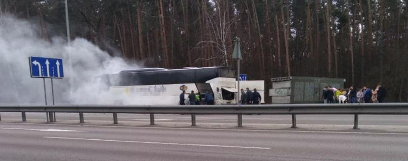 На в'їзді до столиці горів автобус із пасажирами