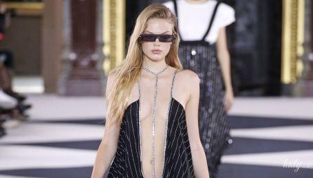 Декольте до пупка: тенденции моды сезона весна-лето 2020