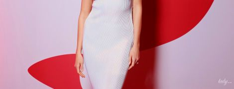 В плиссированном платье и остроносых туфлях: стройная Карли Клосс на выставке Christian Louboutin