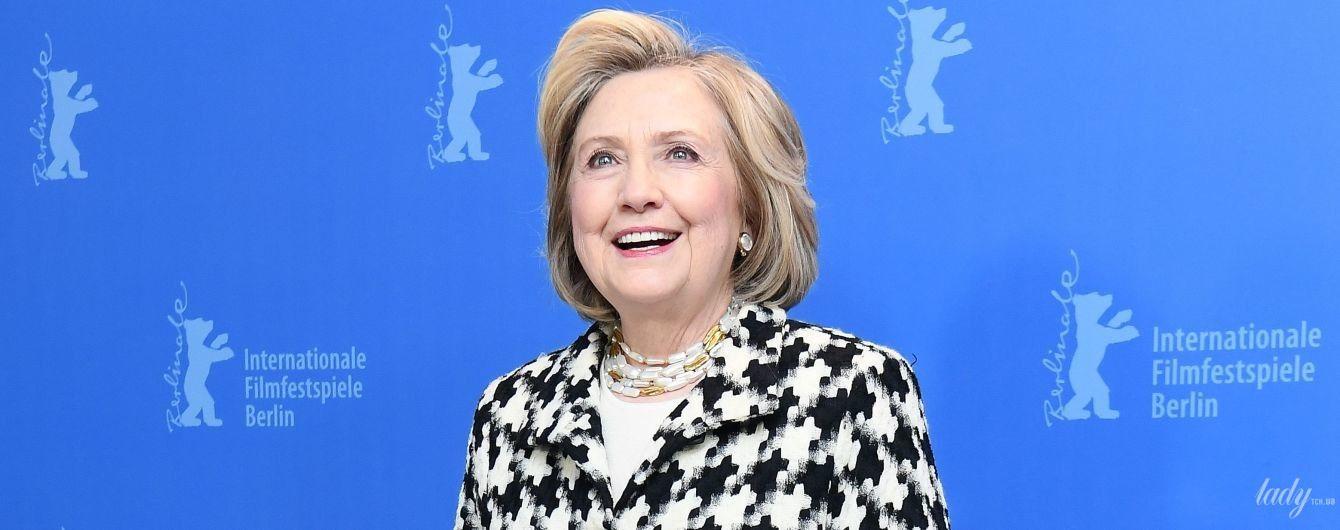 В красивому пальті та подертих чоботях: Гілларі Клінтон на фотоколі Берлінського кінофестивалю