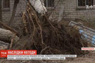 В результате мощного урагана пять человек травмировались в Херсоне