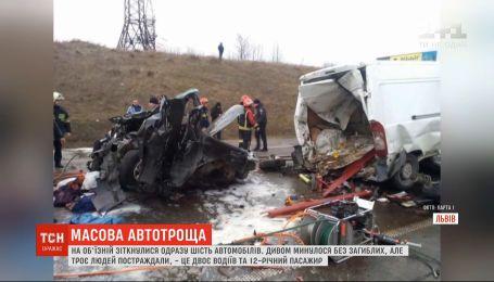 Сразу шесть автомобилей столкнулись на объездной возле Львова