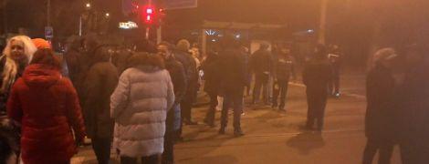Наслідки буревію: в Одесі люди перекривали дороги через знеструмлення