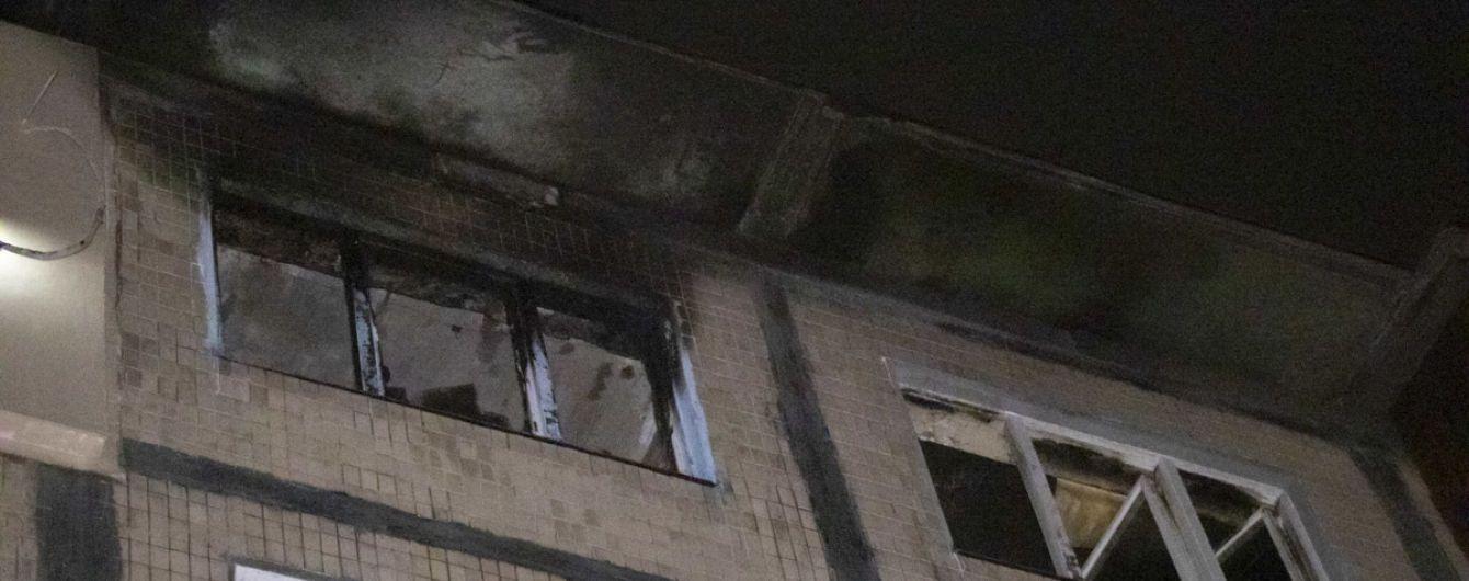 У Києві загорілась квартира у багатоповерхівці: поліція підозрює підпал