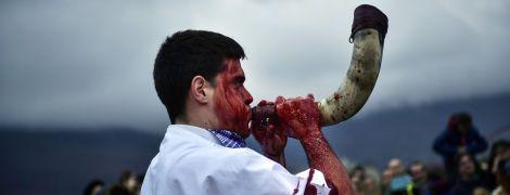 Закривавлені обличчя і ритуальні танці: на півночі Іспанії выдбувся традиційний карнавал