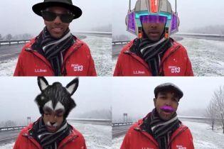 Ефір журналіста в кумедних масках Facebook насмішив Мережу: він був вовком і з рожевими вусами
