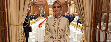 Ей идет: Иванка Трамп появилась на торжественном ужине в роскошном цветочном платье